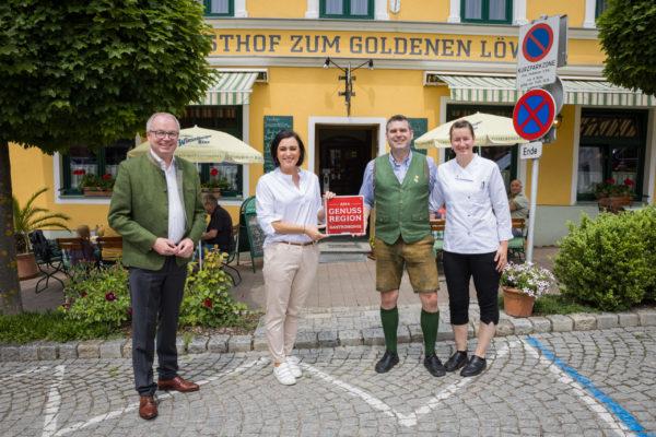 FBM Elisabeth Köstinger bei der Verleihung des AMA-Genuss-Region-Siegels an den Gasthof zum Goldenen Bären in Maria Taferl am 11. Juni 2021
